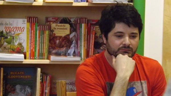 Interviu cu Mihai Radu despre romanul sau de debut, <em>Sebastian, ceilalti si-un caine</em>