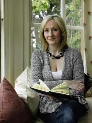 Doamnele cistiga tot mai bine in topul celor mai vinduti scriitori din lume