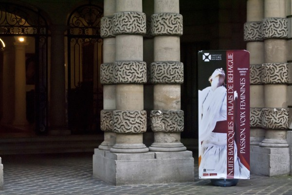 """Pasiune si voci feminine in """"grota sacra"""" a Romaniei, la Paris"""
