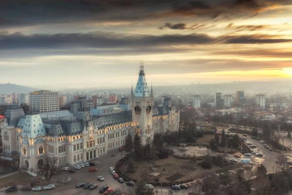 Un deceniu de haos: Palatul Culturii – o lupta de zece ani cu uitarea, schelele si meschinariile politice