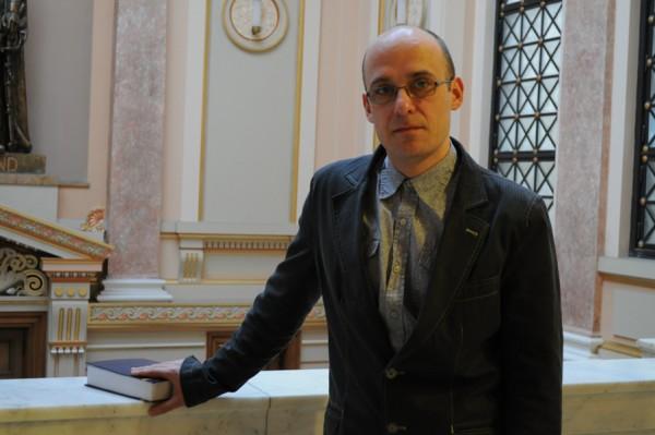 """Criticul literar Antonio Patras: """"Profesorul de romana are o vina in masura in care ofera elevilor clisee"""""""