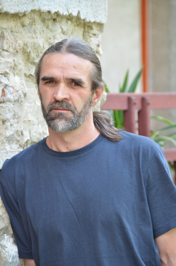 "Interviu cu Marin Malaicu-Hondrari: ""Scrisul chiar e un joc de-a viata si de-a moartea, si nu de-a premiile si succesul"""