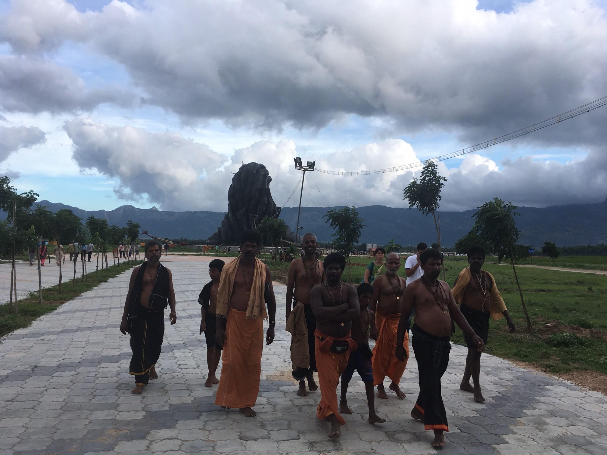 În căutarea spiritualității obligatorii sau viața într-un ashram din India