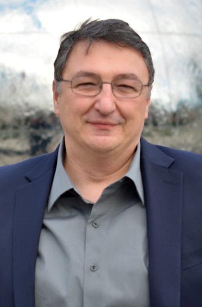 """Scriitorul Bogdan Suceavă: """"Rostul literaturii e similar rostului investigației criminalistice"""""""