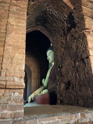 Atenție la Buddha! Eticheta în cultura birmaneză