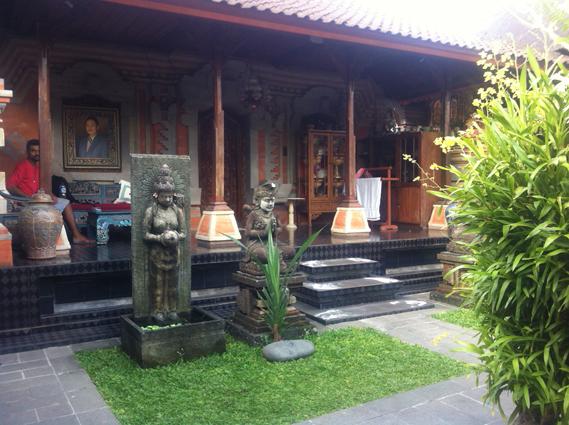 Mănâncă, roagă-te, iubește și nu fi turist în Bali