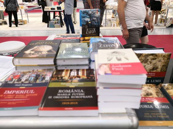 """Mihai Mitrică, director executiv al Asociației Editorilor din România: """"Lipsa banilor e o falsă problemă. Cresc toate industriile, mai puțin cea a cărții"""""""