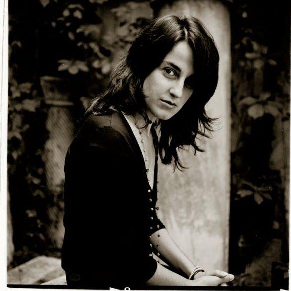 """Interviu cu scriitoarea Adela Greceanu: """"Cred că avem cu toții undeva, mai ascuns sau mai la suprafață, ceva cu care putem percepe poezia lumii"""""""