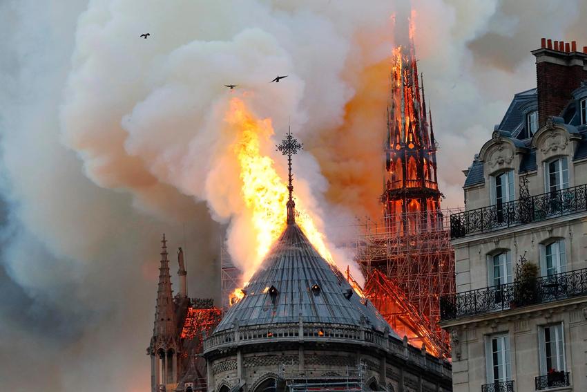 Notre-Dame, muză pentru poeți, prizonieră a lui Victor Hugo