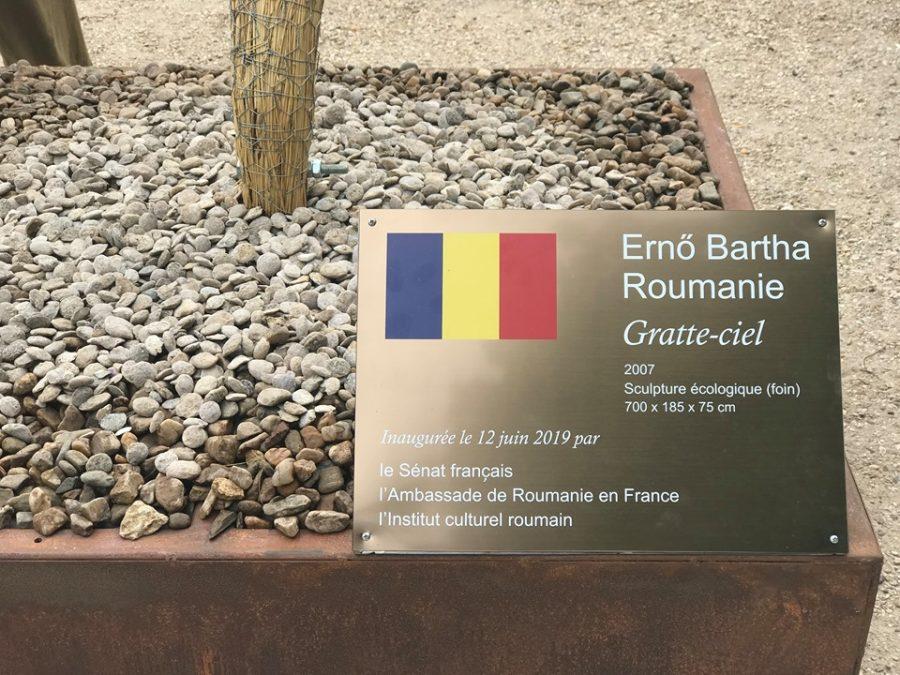 O lucrare a artistului Ernö Bartha, în Jardin du Luxembourg din Paris