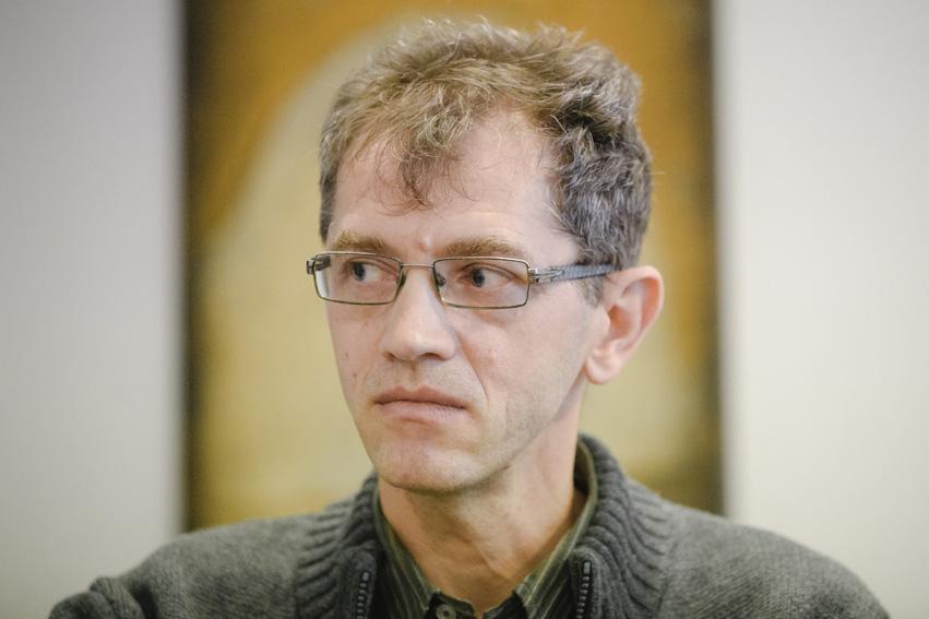 """Interviu cu scriitorul și traducătorul Radu Pavel Gheo: """"Producem marfă spirituală cu entuziasm mare și cerere mică"""""""
