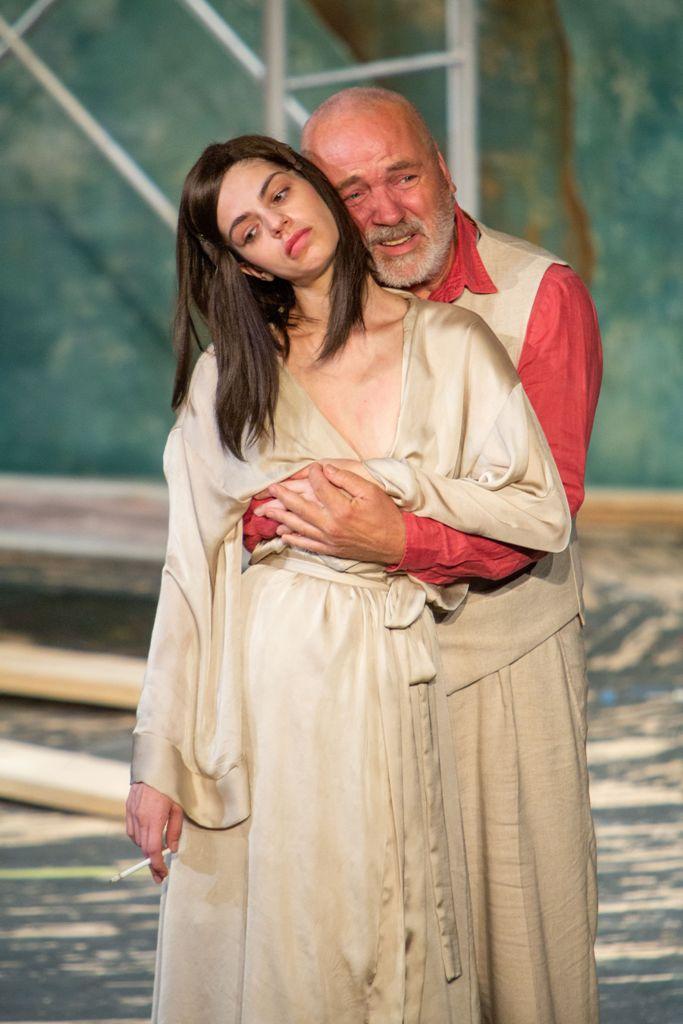 Pentru prima dată în România, premieră în două părți, în două seri consecutive: <i>Unchiul Vanea</i>
