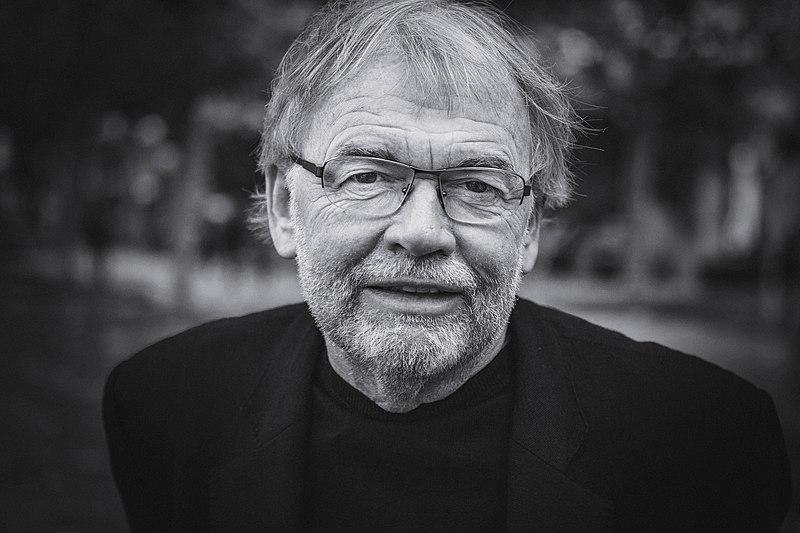 """Interviu cu scriitorul norvegian Jostein Gaarder: """"Creierele noastre sunt făcute pentru povești"""""""