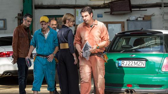 """Daniel Sandu despre noua miniserie HBO <i>Bani negri (pentru zile albe)</i>: """"M-a atras contrastul dintre precizia cu care dau spargeri cei din filme și imprecizia jafurilor din viața reală"""""""