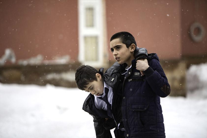 Corespondență specială din fotoliul de acasă: Babardeală și tărăganare în cele două filme românești de la Berlinală