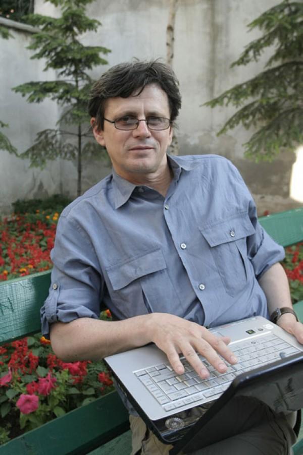 """Interviu cu scriitorul Catalin Mihuleac: """"Scriitorul roman s-a europenizat. Are acum alte scopuri in viata, incepand cu acela de a se impune pe plan extern, nu mai e un mutalau de uz intern"""""""