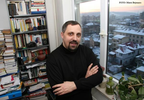 "Interviu cu Dan Lungu: ""Criticii trebuie sa abandoneze pozitia calduta de semafoare diriguitoare in cartierul literaturii romane"""