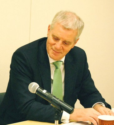 "Martin Davidson, CEO al British Council: Din pacate, engleza a devenit o limba a ""comoditatii"""