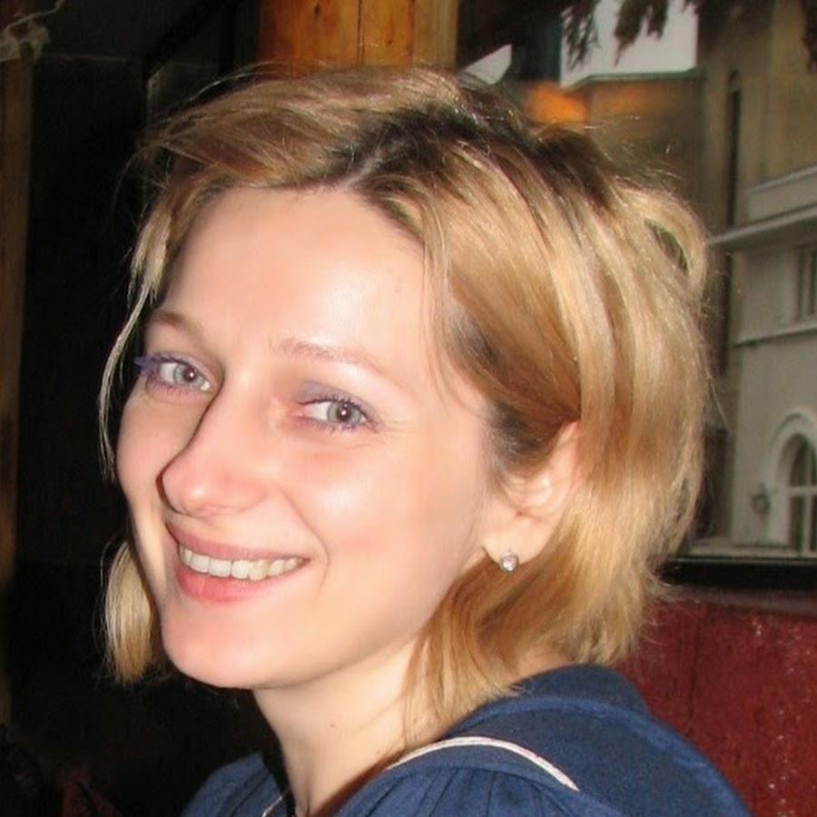 """Interviu cu traducătoarea Cristina Godun – """"Încă nu am dat peste o carte care să mă biruiască"""""""