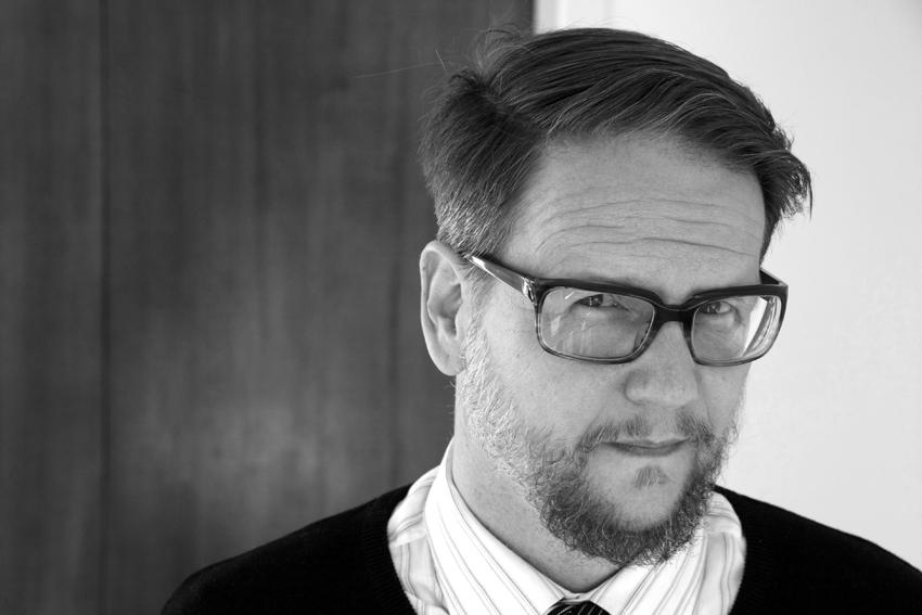 """Interviu cu scriitorul islandez Sjón: """"Trebuie să te abții pe cât de mult poți să scrii"""""""