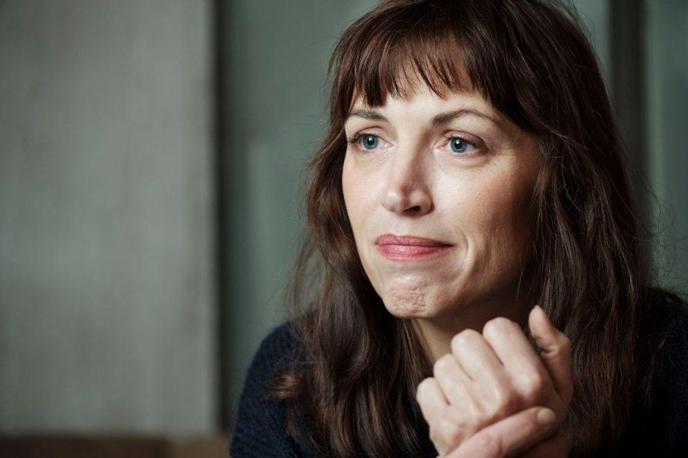 """Interviu cu scriitoarea Vanessa Springora: """"Nu cred prea mult în valoarea terapeutică a scrierii"""""""
